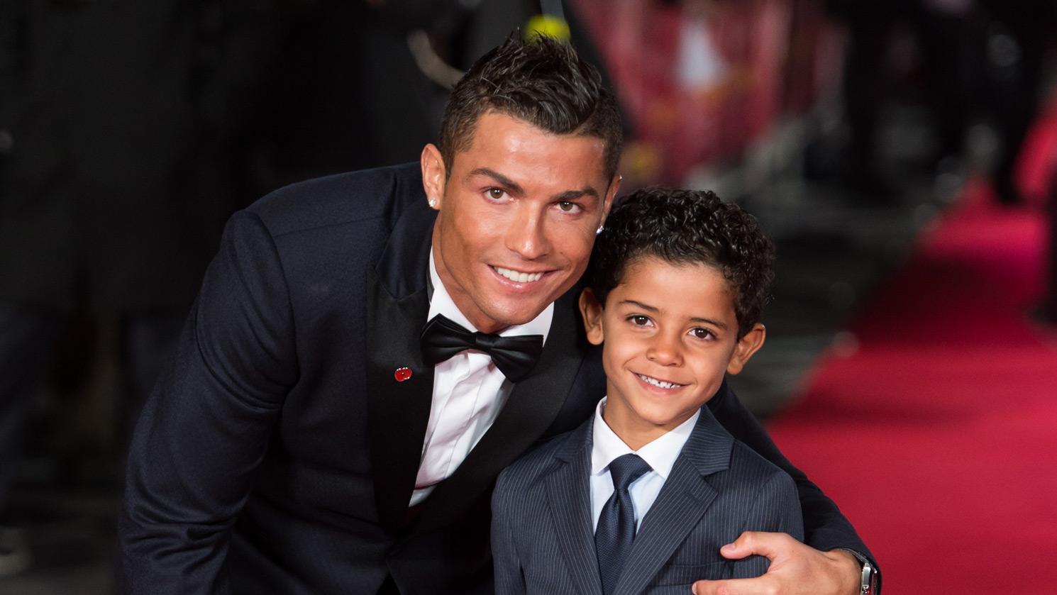 بالفيديو : ابن كريستيانو رونالدو يسدد على طريقة أبيه   AR Le360 Sport بالعربية