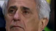 بالفيديو. بكاء وردة فعل مدرب سالا لحظة تذكره أثناء المباراة