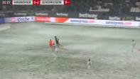 بالفيديو. الثلوج تمنع الكرة من دخول المرمى