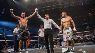 بالصور. الملاكم المغربي الموساوي يسقط مولينا بطل العالم