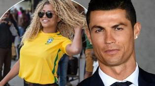 """حسناء برازيلية """"مثيرة"""" تتهم رونالدو بالتحرش"""