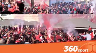 Cover: جماهير الوداد تستقبل اللاعبين في المطار بكراكاج واحتفالات خيالية