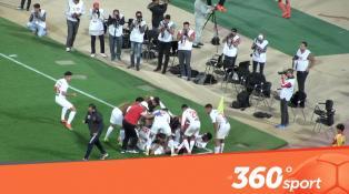 Cover Vidéo - فرحة عارمة للاعبي حسنية أكادير بعد تأهلهم لمجموعات كأس الكاف