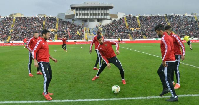 بالصور. دخول لاعبي المنتخب المحلي والليبي إلى الملعب 1