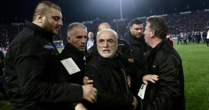 مذكرة توقيف بحق رئيس فريق دولي مغربي لدخوله أرض الملعب مسلحا بمسدس