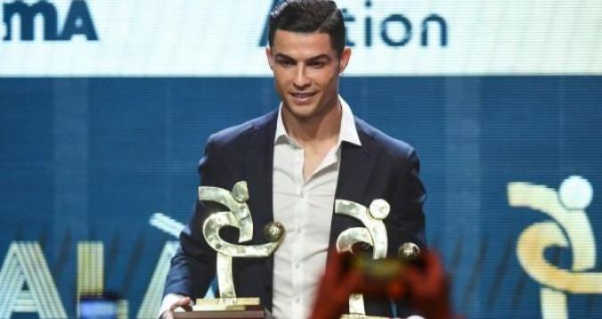 بالفيديو. لحظة فوز رونالدو بجائزة أفضل لاعب بإيطاليا