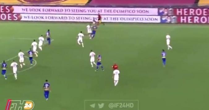 بالفيديو. لاعب روما يضيع هدف محقق بغرابة