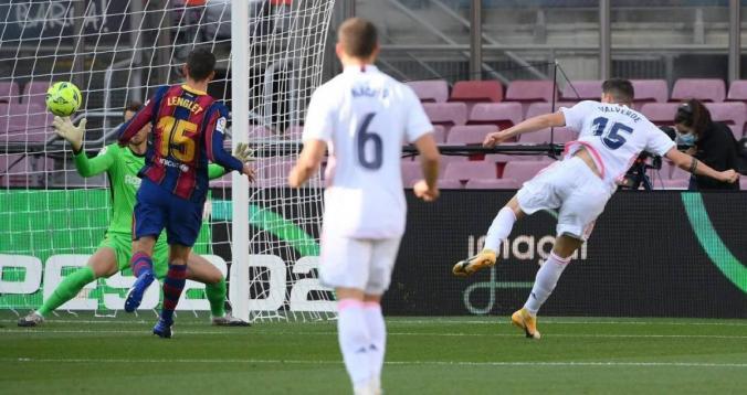 """بالفيديو. ريال مدريد يطيح ببرشلونة في """"الكلاسيكو"""""""